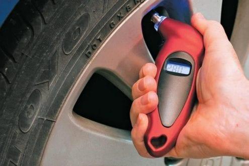 meilleur manomètre classique numérique électronique pas cher comparatif guide d'achat pas cher jauge pression pneus